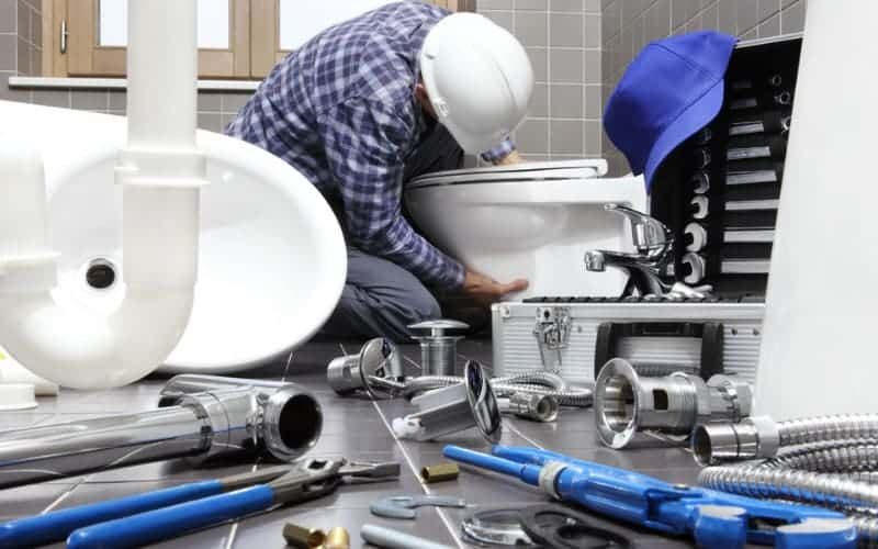 Why You Should Hire A Professional Fitter to Install Your Bathtub